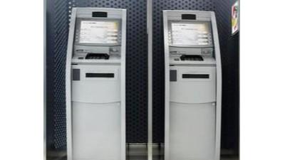 新冠疫情以来英国数千台ATM机、数百家银行支行关闭